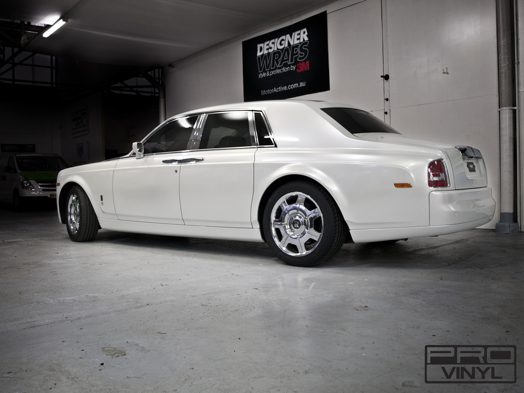 Rolls Royce Phantom in Gloss Pearl White vinyl
